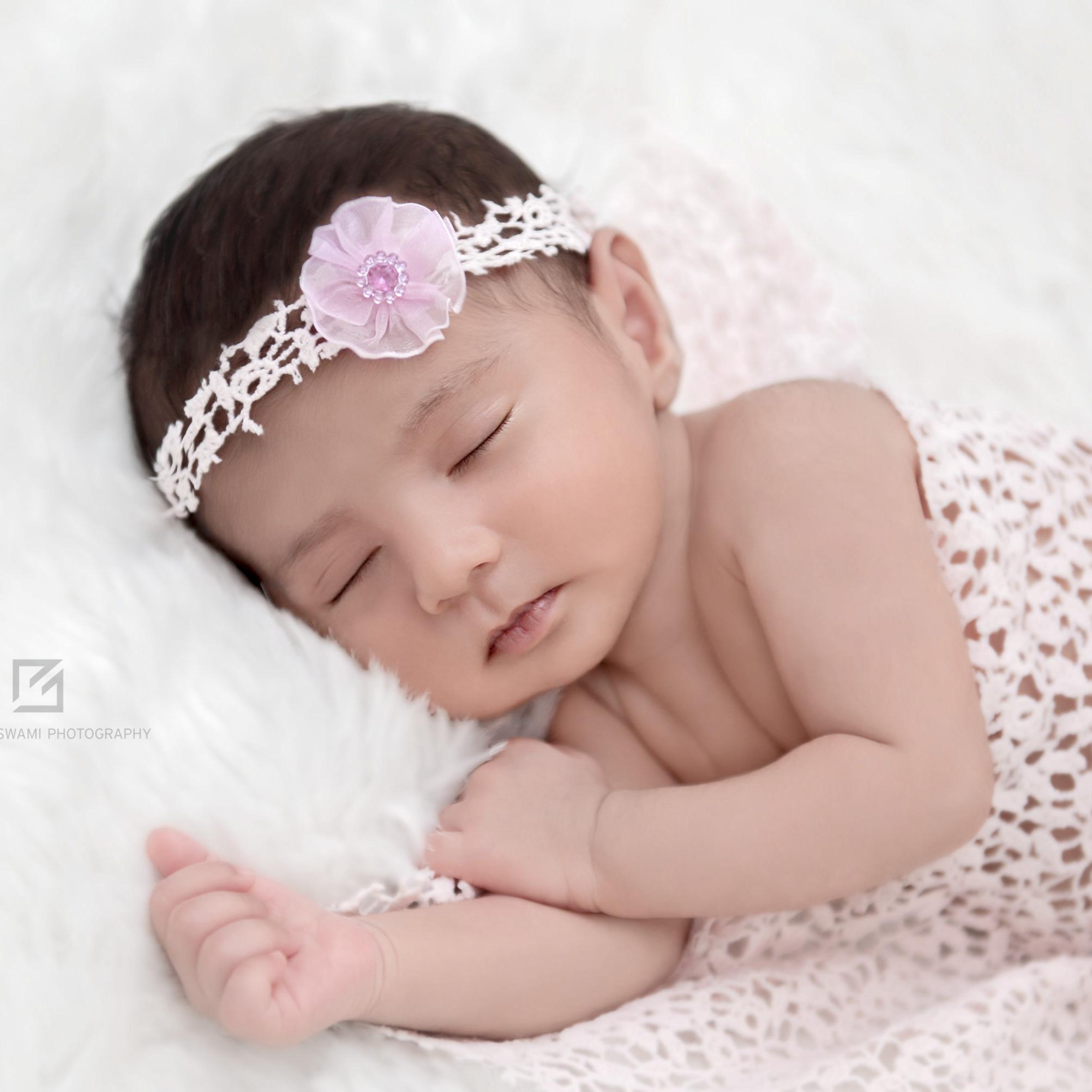 professional newborn photographer delhi newborn baby photographer